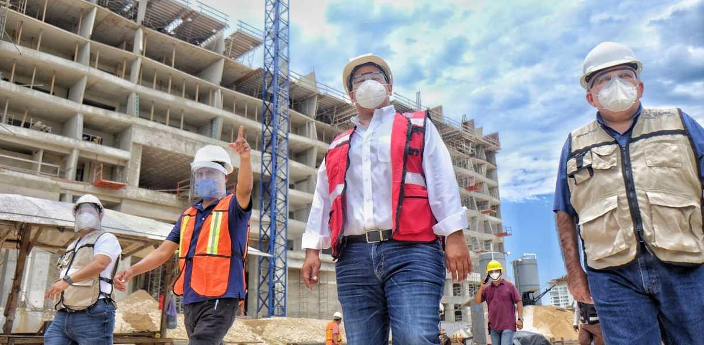 SUPERVISA JUAN CARRILLO MEDIDAS DE HIGIENE EN OBRAS DE CONSTRUCCIÓN EN ZONA CONTINENTAL DE ISLA MUJERES