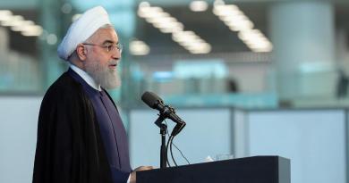<div>Irán 'no retrocederá' ante EUA, señala presidente Rohaní</div>
