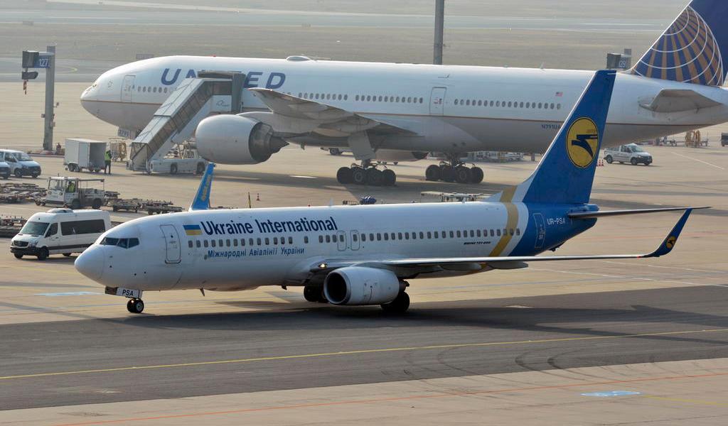 Aerolíneas reajustan rutas por tensión entre EUA-Irán