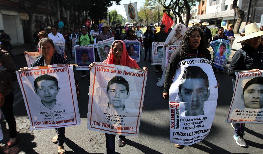Familias de Ayotzinapa se reunirán mañana con AMLO