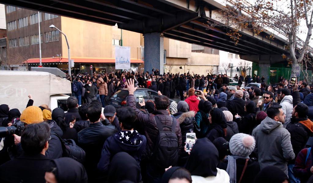 Niega policía iraní uso de armas de fuego contra manifestantes