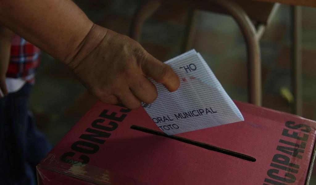Propone gobierno ley para garantizar voto de salvadoreños en el exterior