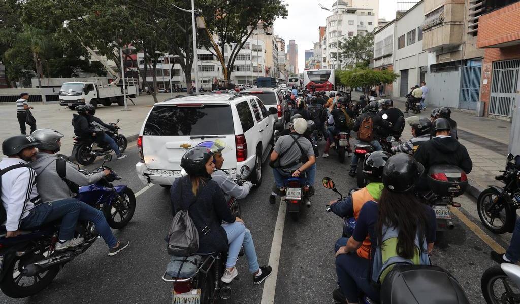 Civiles armados impiden el ingreso de opositores al Parlamento de Venezuela