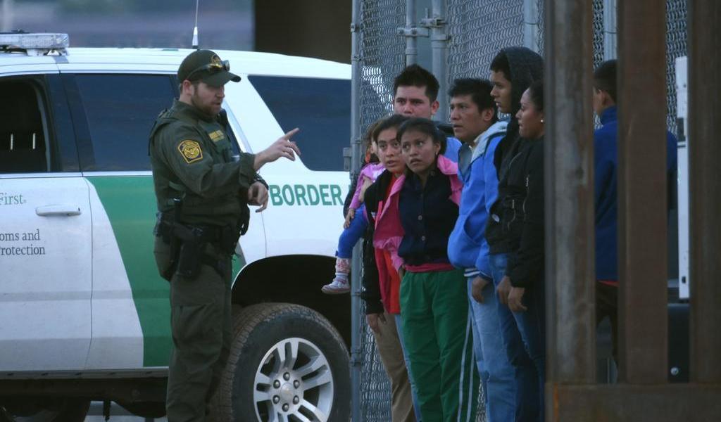 Juez de EUA avala que migrantes que teman ser enviados a México tengan abogado