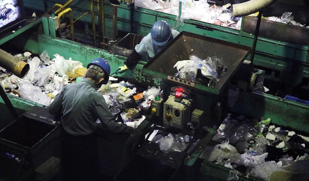 Prohibirá China producción y uso de plástico