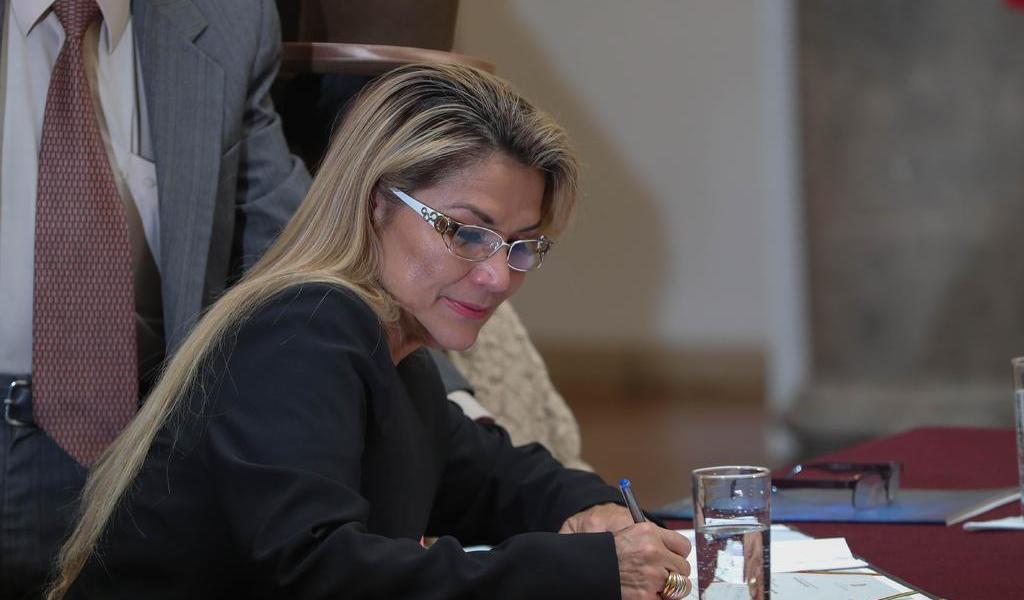 Ministros de Bolivia renuncian en bloque para permitir formar un nuevo gabinete
