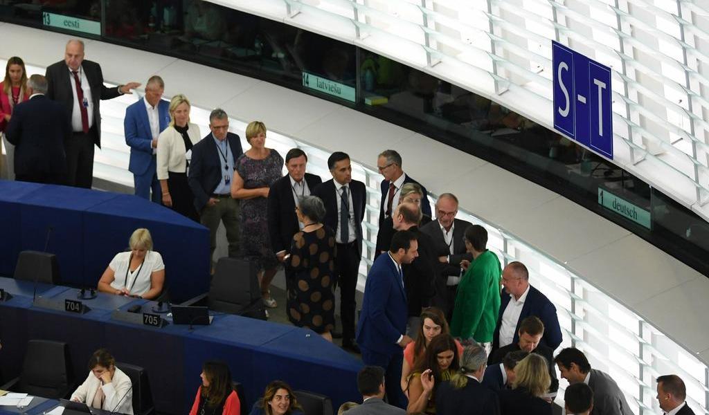 Legisladores británicos se preparan para salir de Bruselas