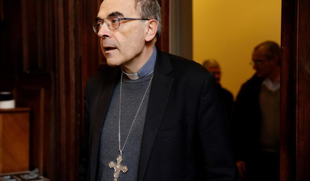 Absuelven a cardenal francés acusado de encubrir abusos a menores