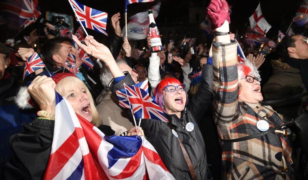 Una fiesta multitudinaria y sobrias vigilias en las últimas horas del Brexit