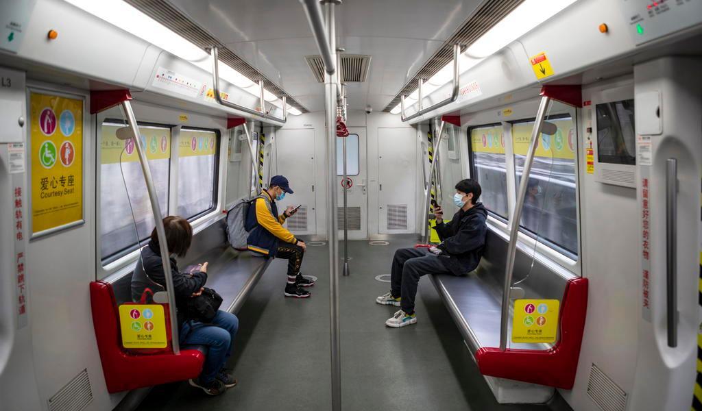 Muertes por coronavirus aumentan a 425 en China