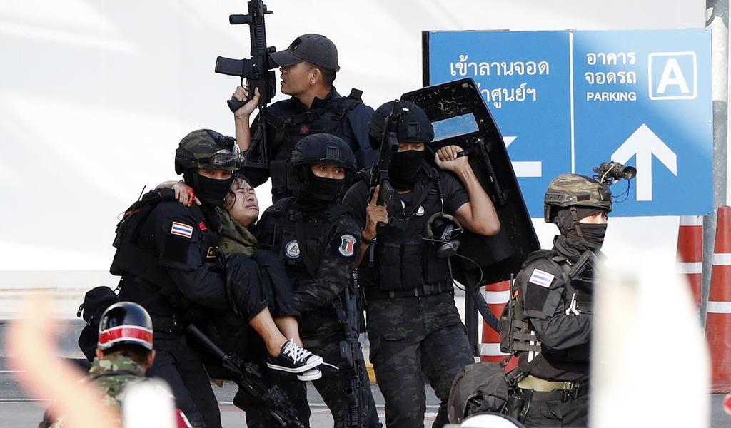 Policía abate a tiros al soldado que mató a 25 personas en Tailandia