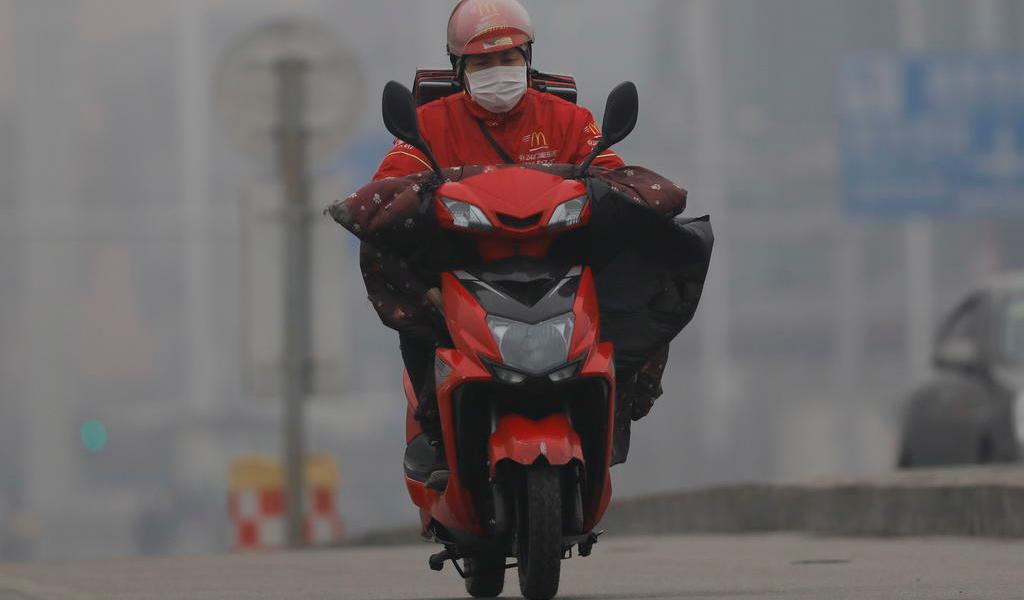Prohíben en Hubei el uso de transporte personal por el coronavirus