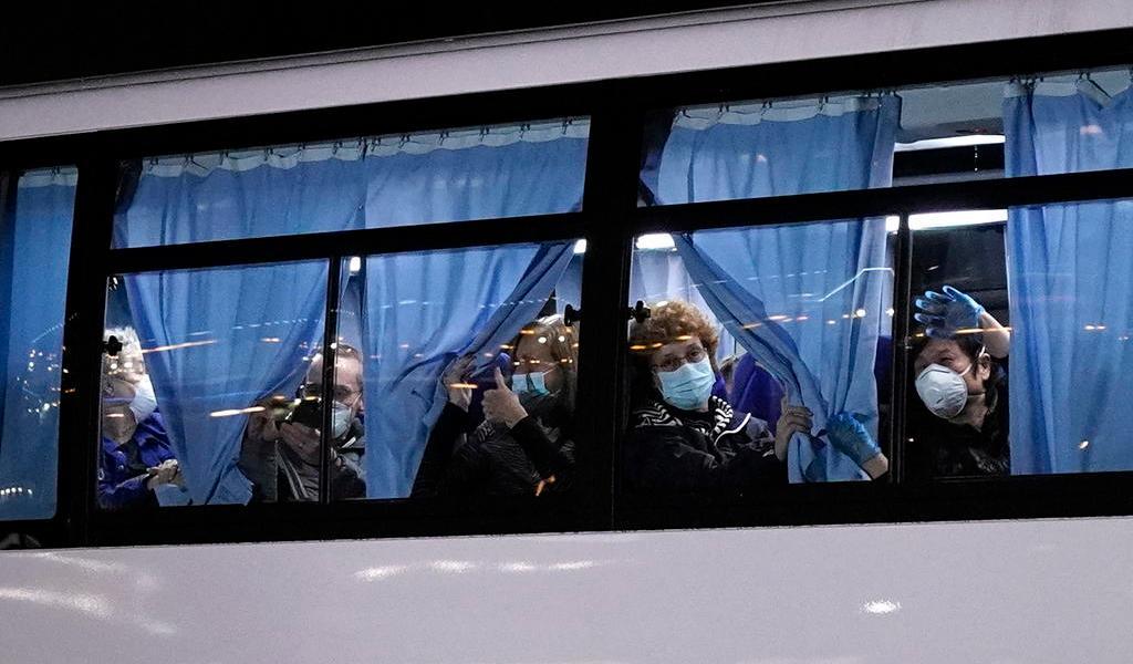 Evacuan a 400 estadounidenses de crucero con casos de coronavirus
