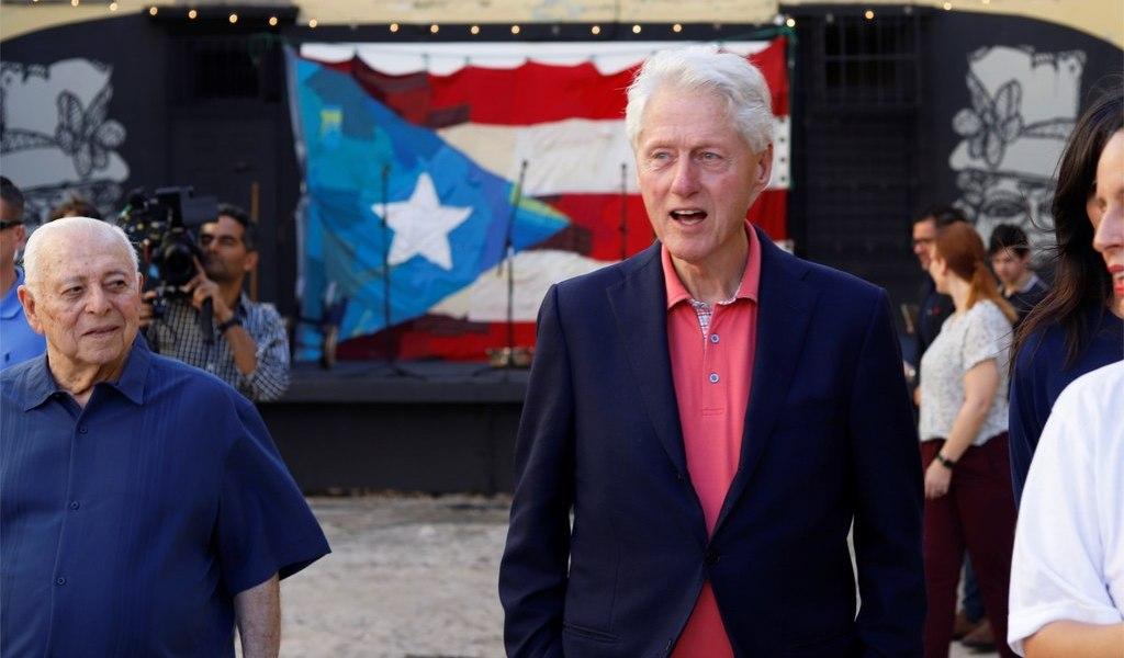 Se debe tratar a Puerto Rico como a cualquier parte de EUA: Clinton