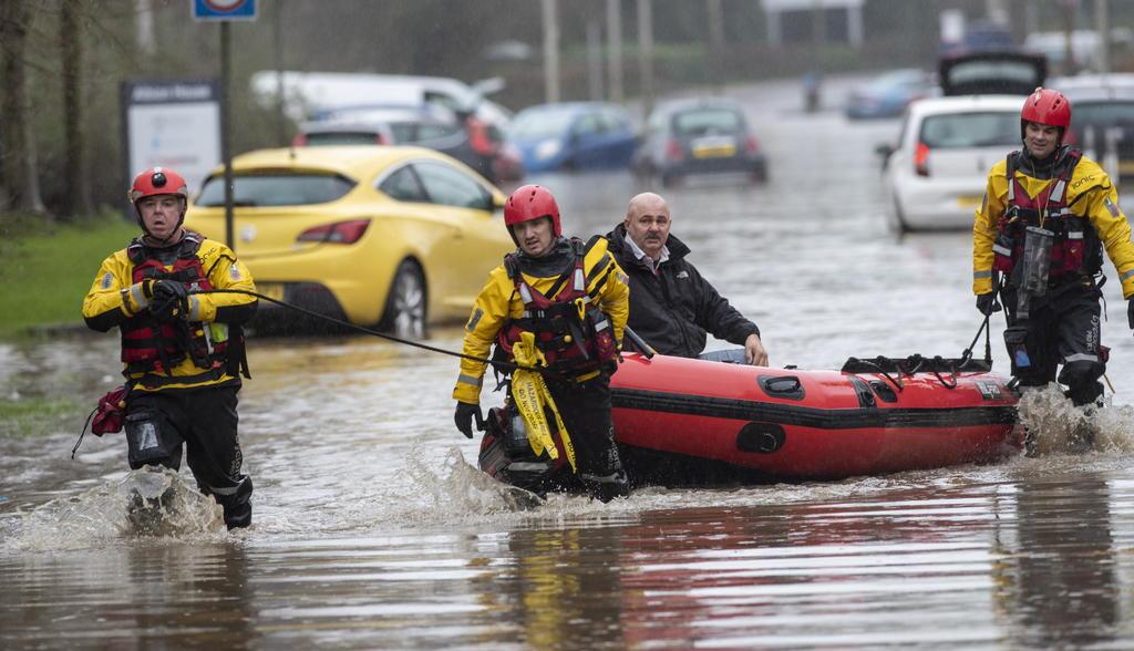 Tormenta Dennis levanta 30 alertas por inundaciones