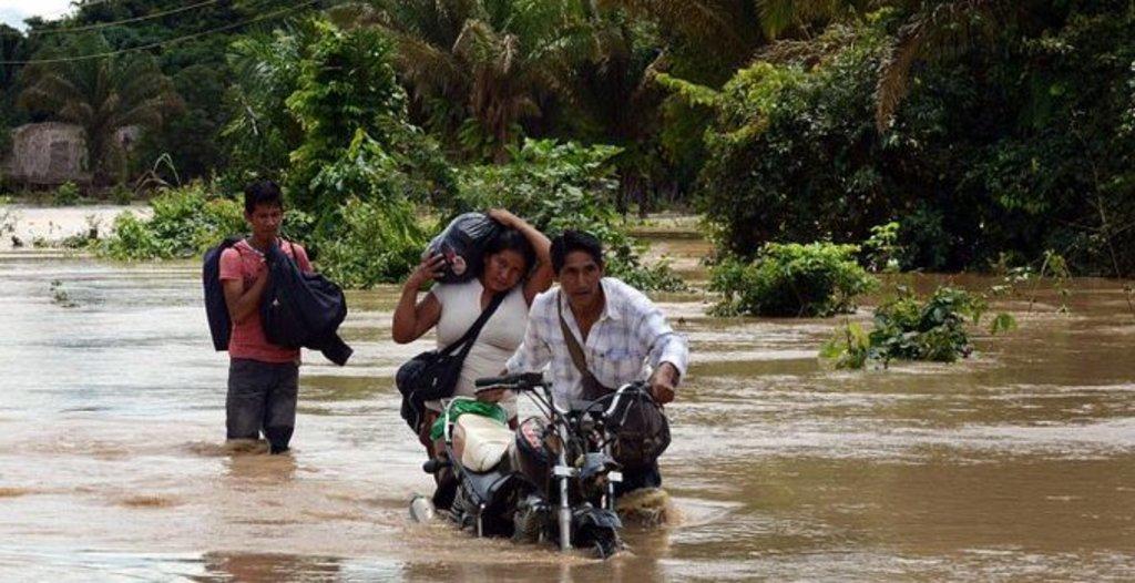 Riada obliga a evacuar en Bolivia