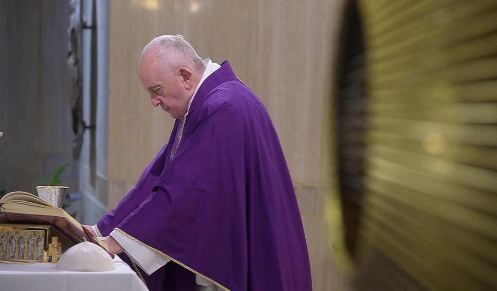 Papa Francisco cancela acto en Roma por una enfermedad 'leve'