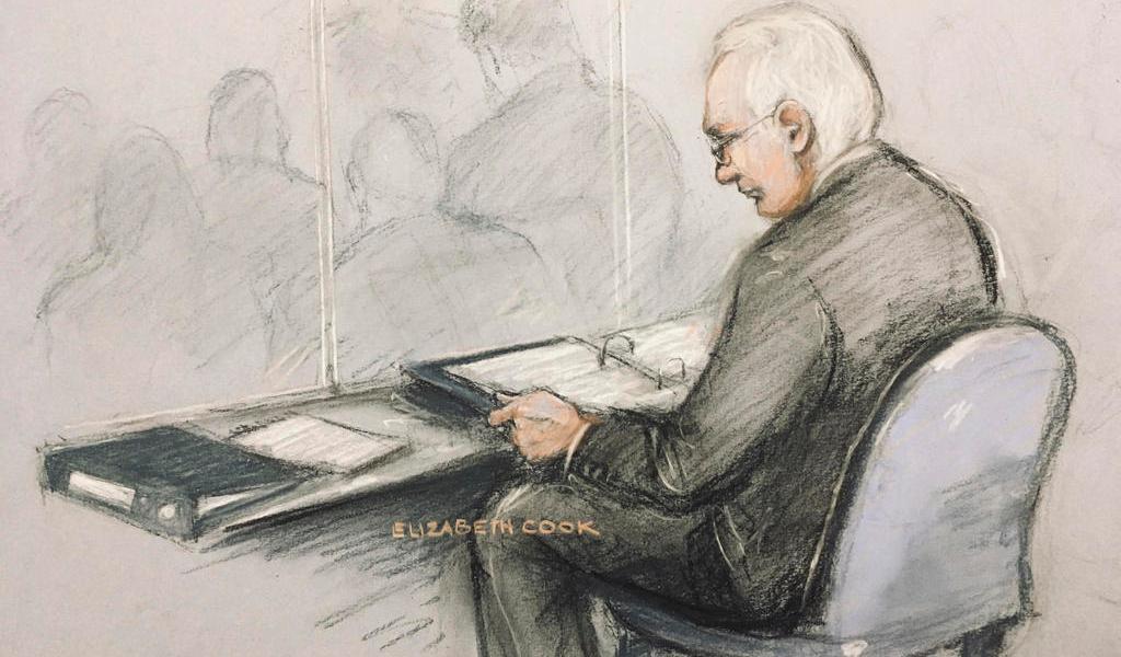 Juicio de Assange se pospone hasta mayo; no podrá sentarse con sus abogados
