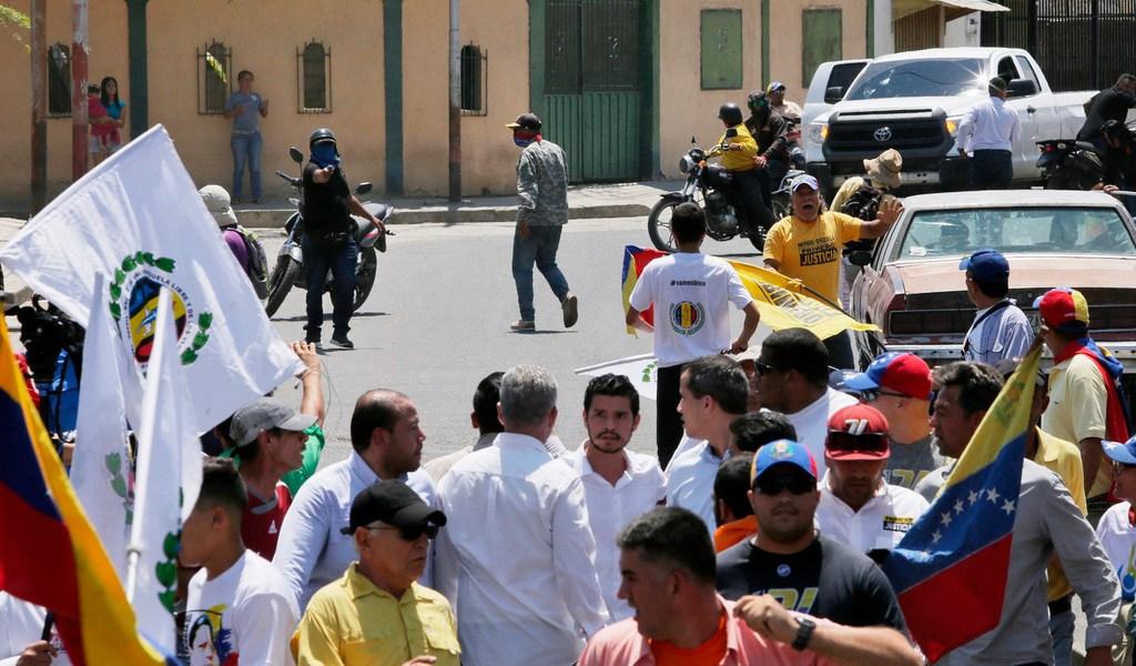 Apuntan armas en marcha de Guaidó