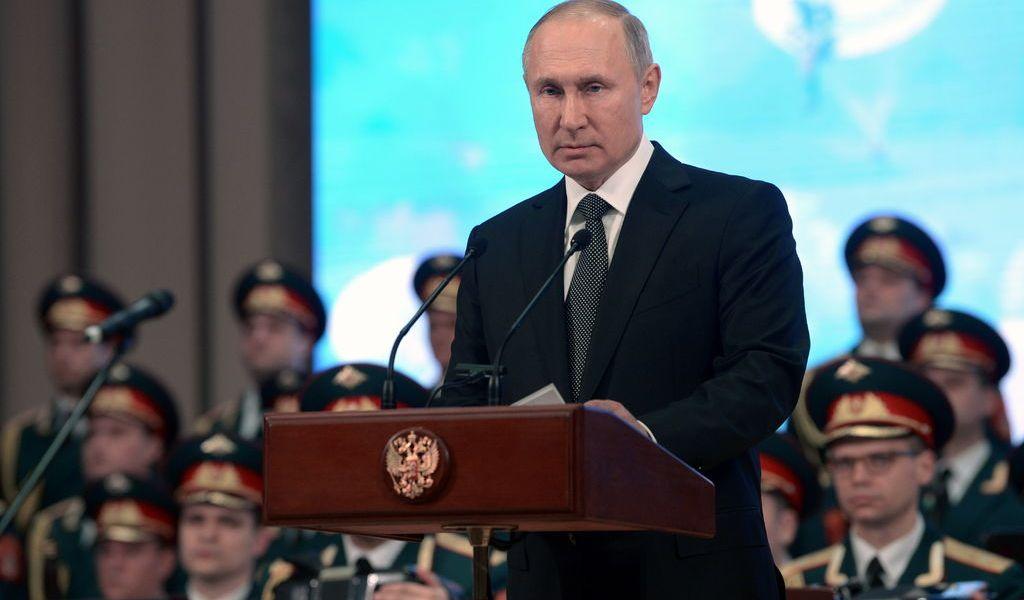 Abre Putin polémica en la Constitución rusa