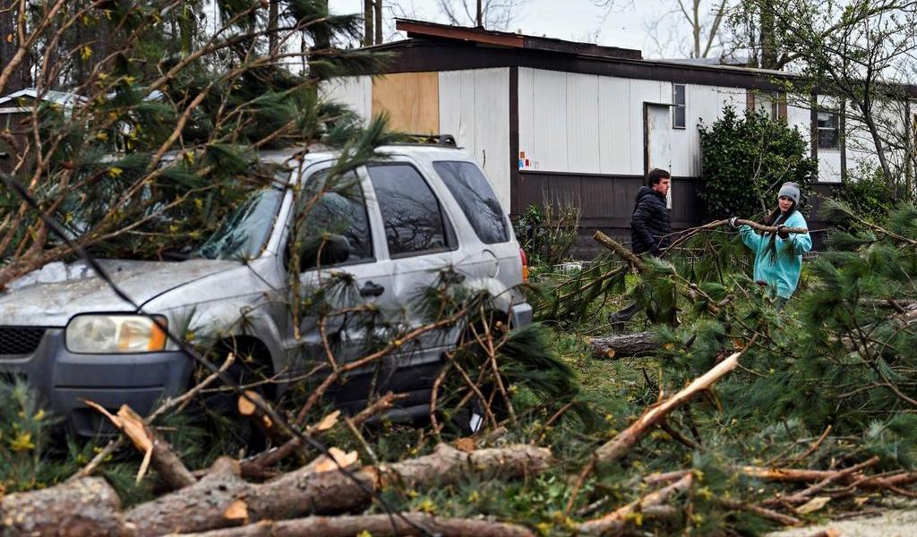 Suman 25 muertos en EUA por tornados