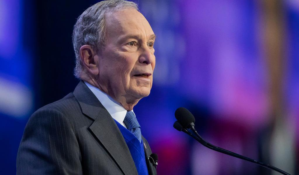 Michael Bloomberg deja la contienda demócrata