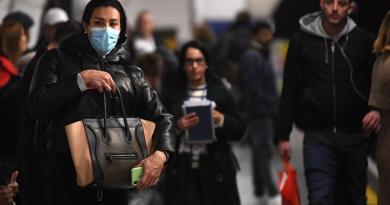 Confirma Reino Unido su primera víctima mortal por el coronavirus