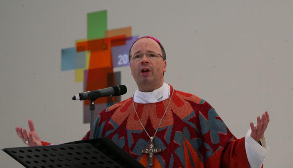 Abordan obispos pagos a víctimas de abuso sexual
