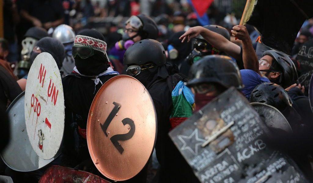 Protestas resurgen en Chile tras el verano