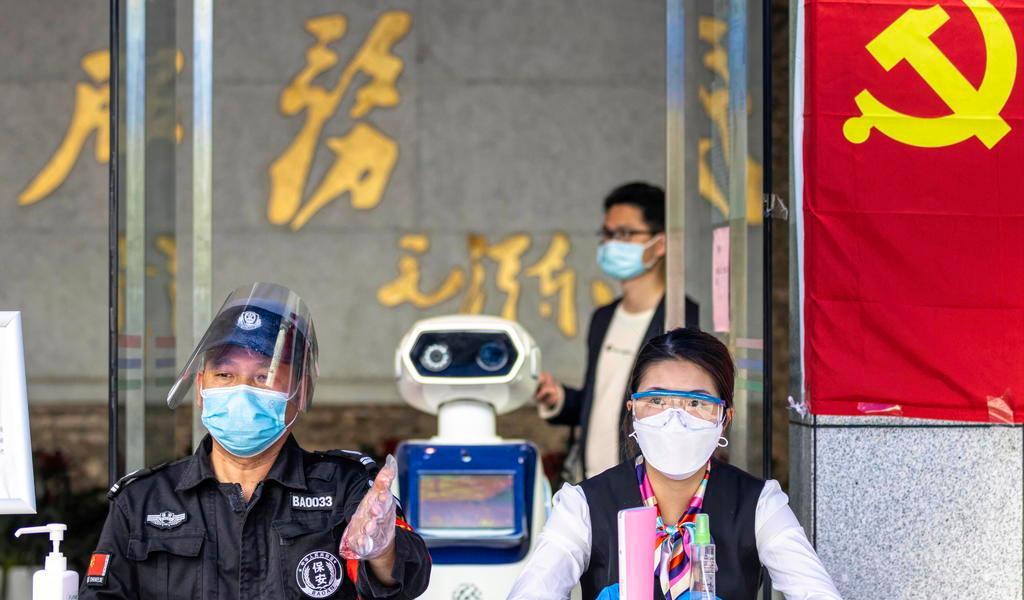 Los nuevos positivos por coronavirus continúan a la baja en China