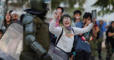 Estudiantes y sindicatos protestan en Chile contra Piñera