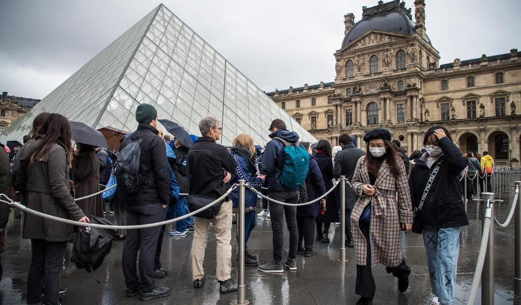 Por el coronavirus, la torre Eiffel, el Louvre y Versalles cierran sus puertas