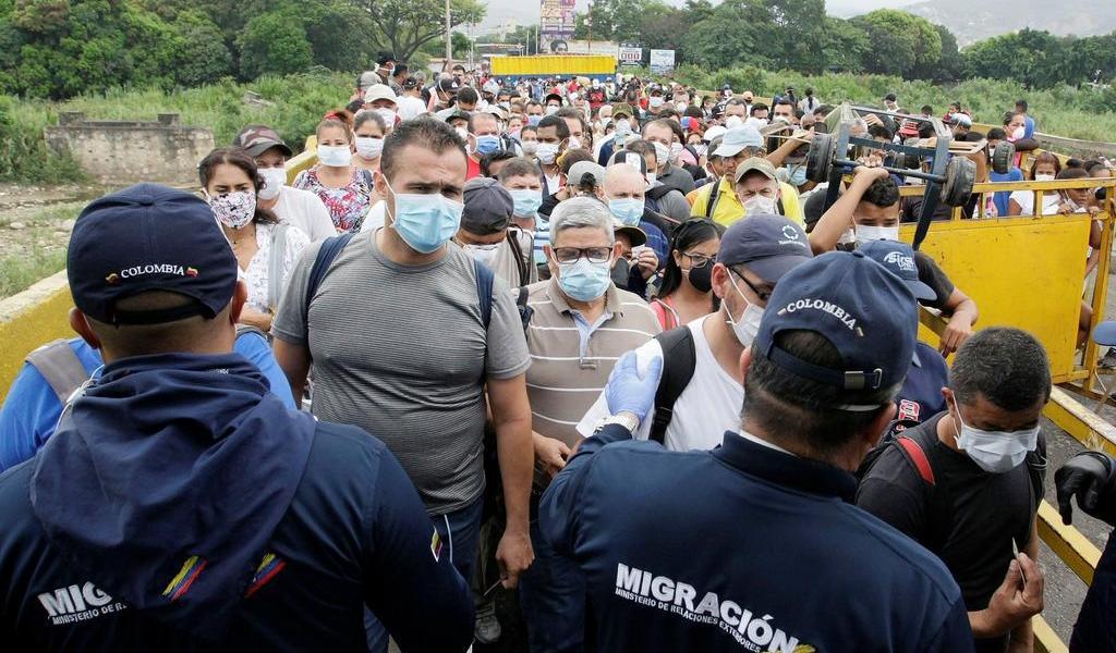 Colombia cierra frontera con Venezuela y restringe viajeros de Europa y Asia