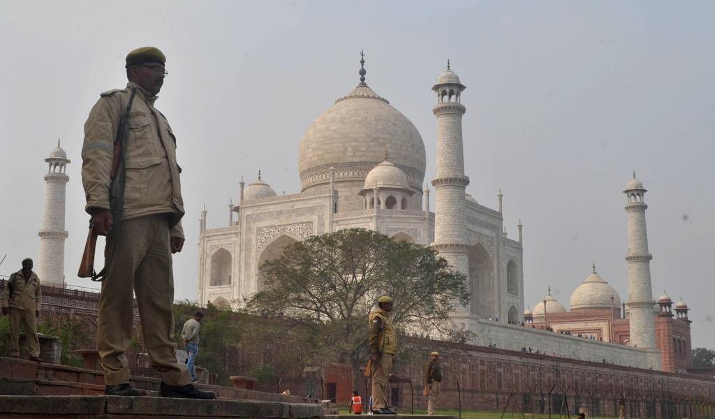 India cierra el Taj Mahal y endurece medidas contra el coronavirus