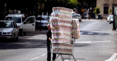 Eleva COVID-19 hasta 400% precio de papel higiénico en algunos países