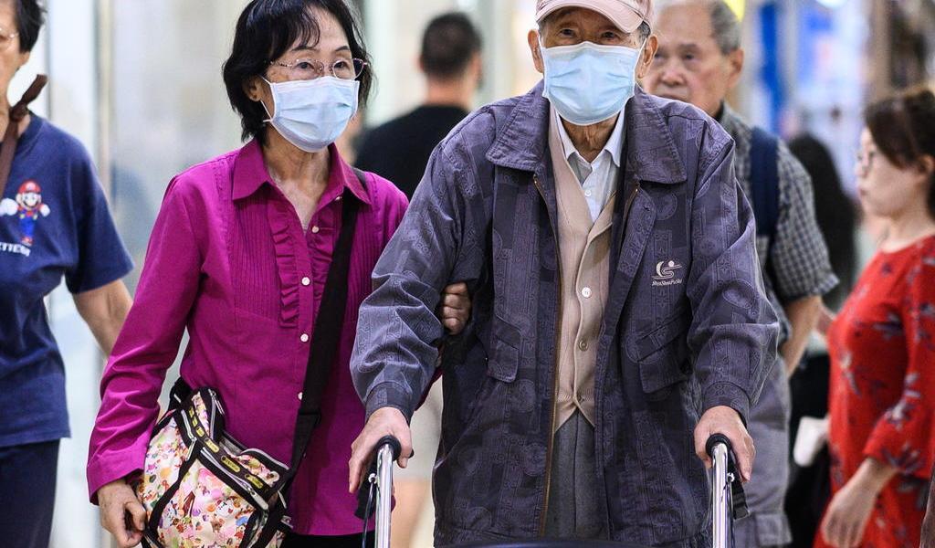 En Irán, mujer de 103 años y hombre de 90 se recuperan de COVID-19
