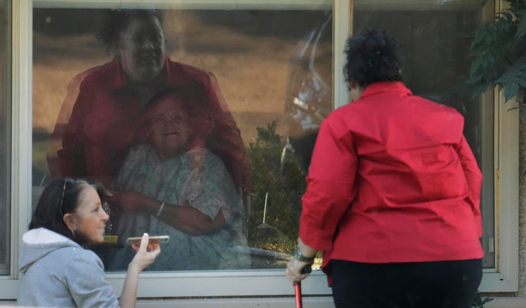 COVID-19 revela problemas de asilos de ancianos en EUA