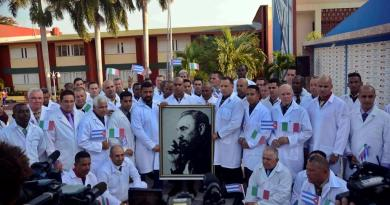 Médicos cubanos llegan a Italia para ayudar contra coronavirus
