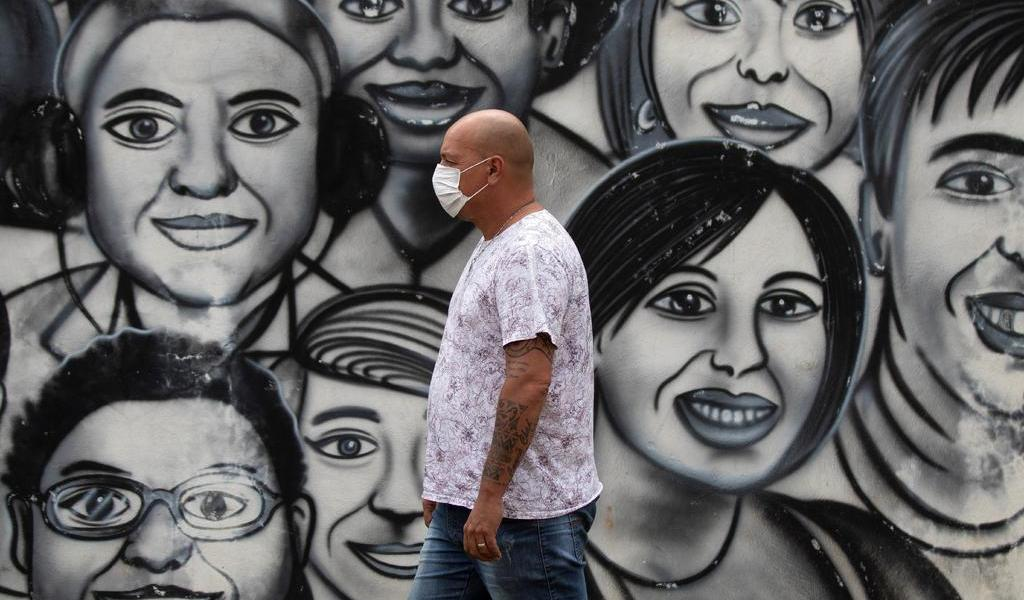 Presos brasileños fabricarán cubrebocas por el COVID-19