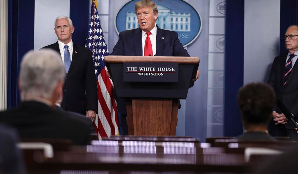 Busca Trump reabrir EUA en abril