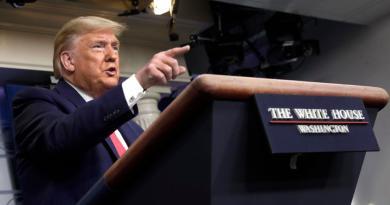 Firma Trump paquete de estímulo para EUA por coronavirus