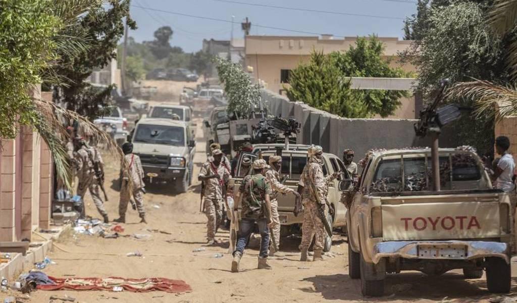 Casi un centenar de milicianos muertos en Libia