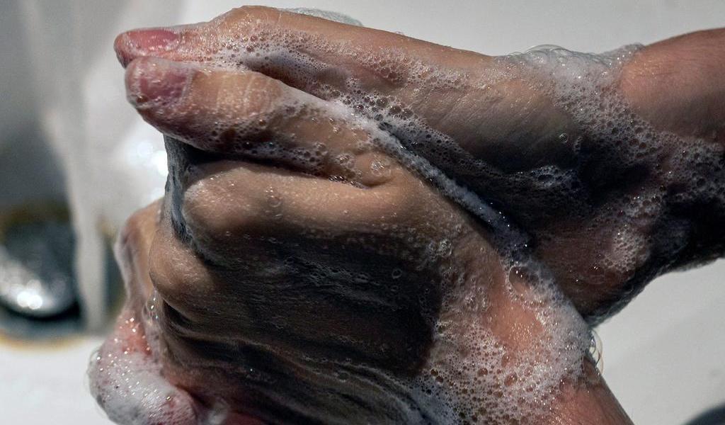 Llama OMS a mejorar higiene de manos para prevenir COVID-19