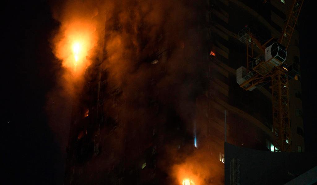 Incendio de rascacielos deja siete heridos en Emiratos Árabes