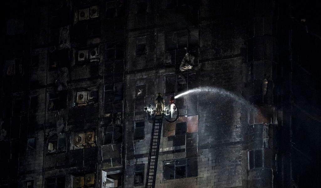 Se incendia rascacielos en Emiratos Árabes