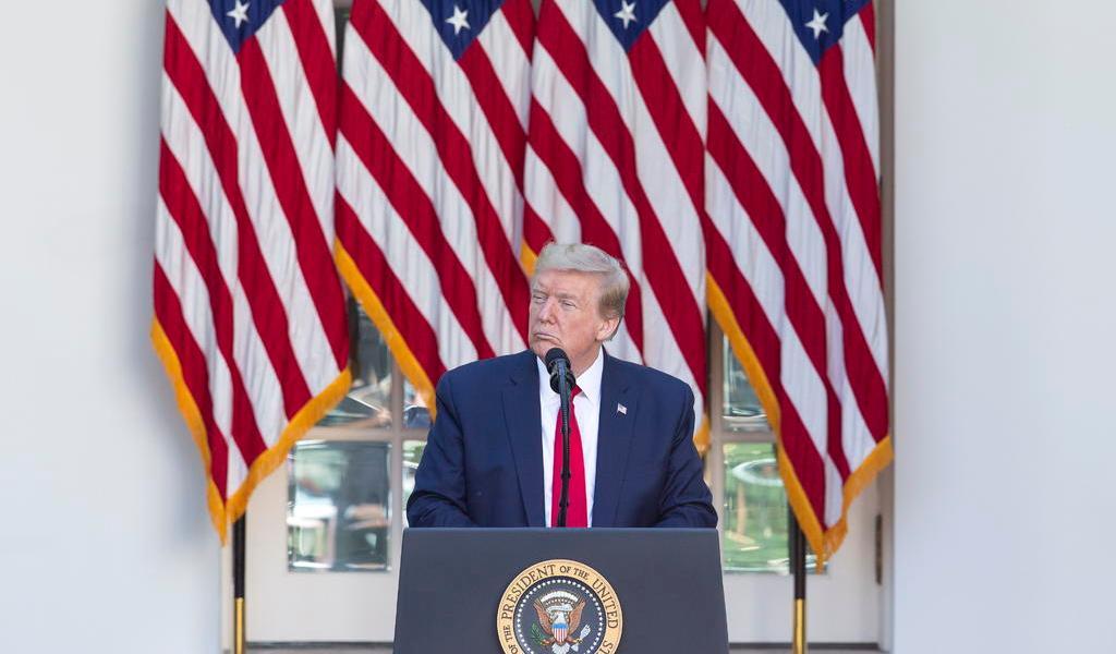 Ordena Trump pruebas diarias de COVID a personal de Casa Blanca