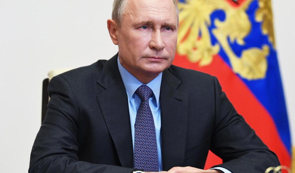 Con restricciones, Rusia anuncia reactivación económica