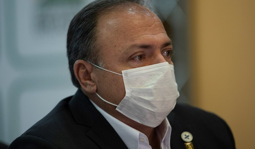 Militar inexperto asume Salud en Brasil