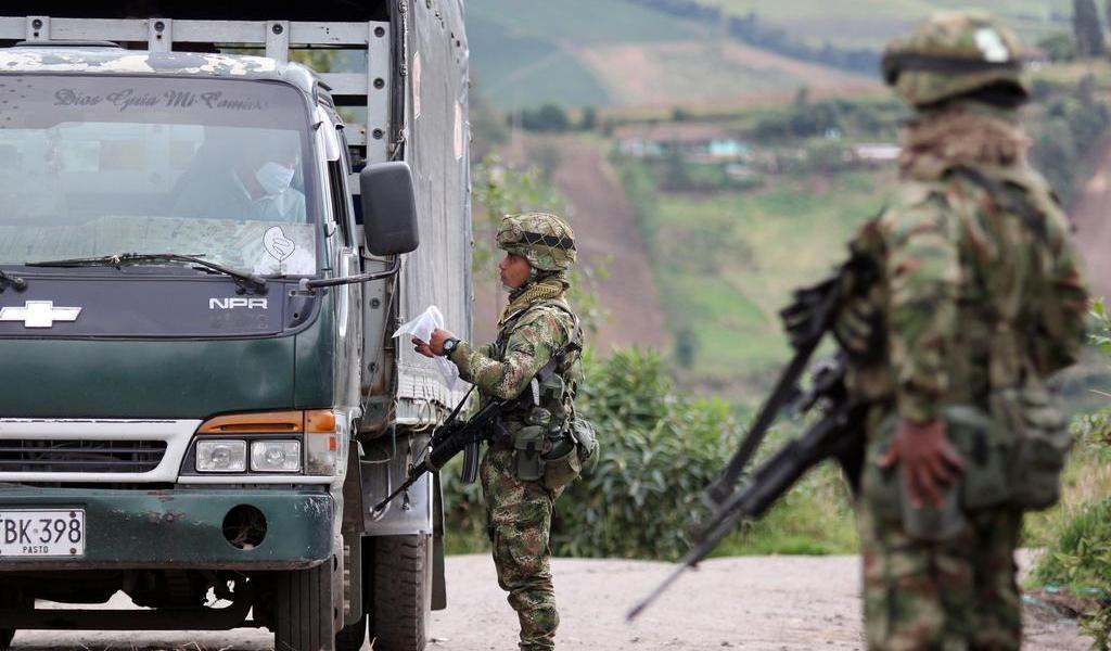Retira Colombia a oficiales del Ejército en medio de escándalo