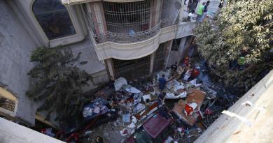Rescatan grabadora de voz de avión siniestrado en Pakistán